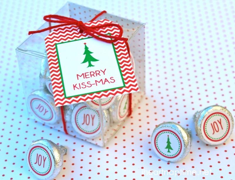 Merry Kiss-mas Christmas Printables